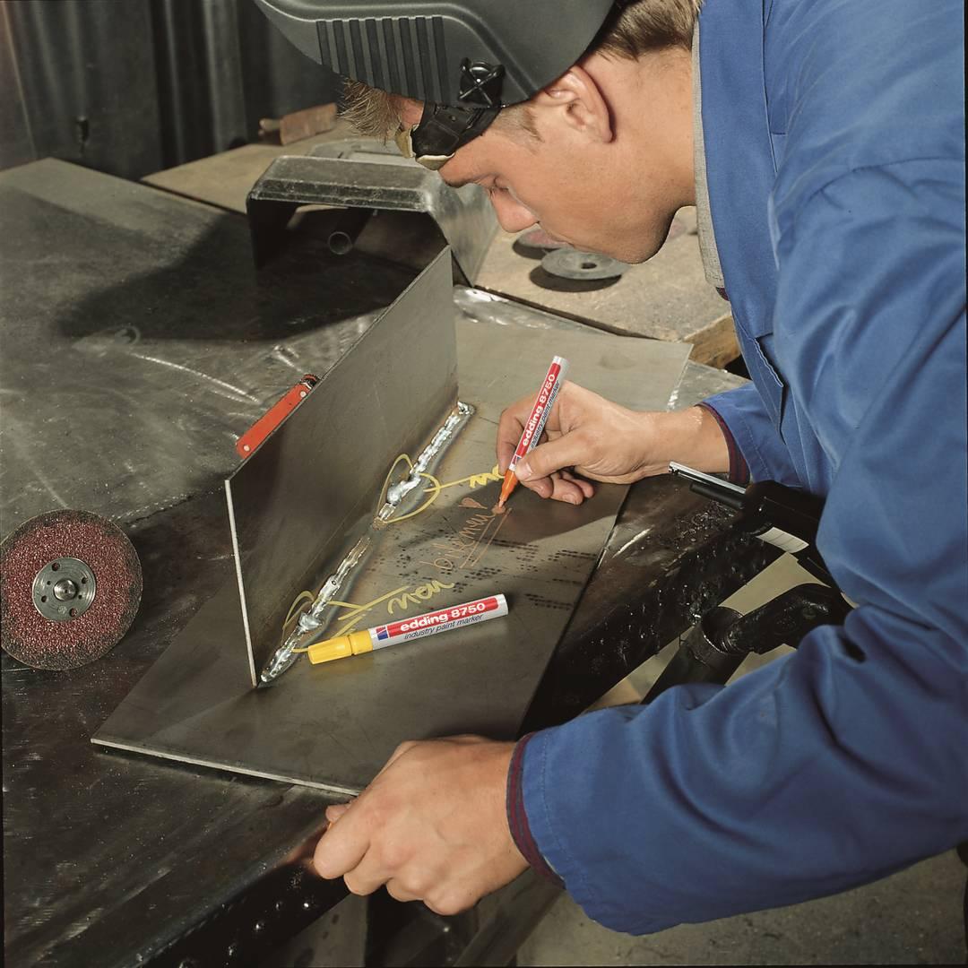 edding 8750 průmyslový lakový popisovač, šikmý hrot 2-4 mm